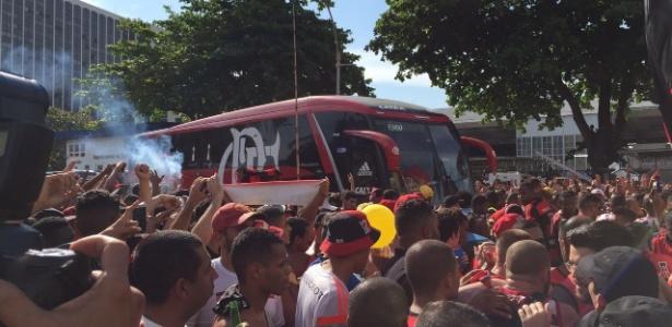 Milhares de pessoas compareceram ao embarque do Flamengo para São Paulo