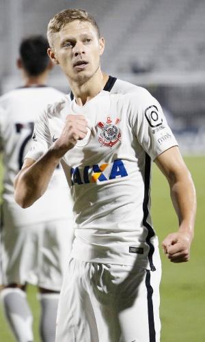 O meio-campista Marlone comemora seu gol sobre o Vasco em partida válida pela Florida Cup