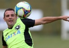 Montillo vira maestro após ser poupado e tem 1ª boa atuação no Botafogo