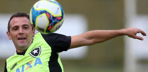 Montillo está na pauta do Botafogo, que, por sua vez, quer contrato bom para os dois