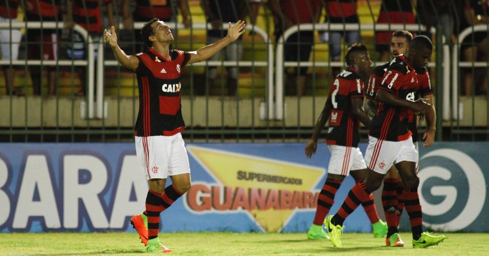 Leandro Damião festeja ao balançar as redes para o Flamengo