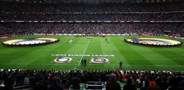 Na final da Liga Europa, Manchester United e Ajax fizeram uma homenagem às vítimas