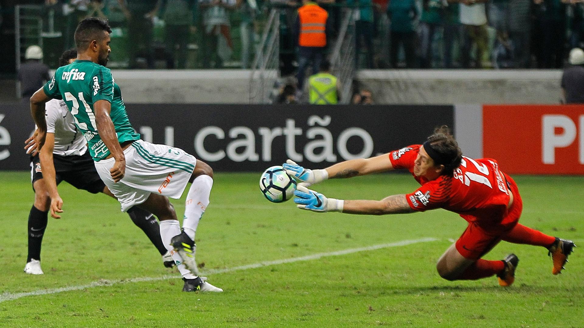 Thiago Santos tenta empatar, mas Cássio salva o Corinthians