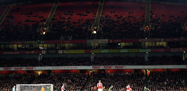Lugares vazios nas arquibancadas durante Arsenal x Doncaster Rovers - Mike Hewitt/Getty Images