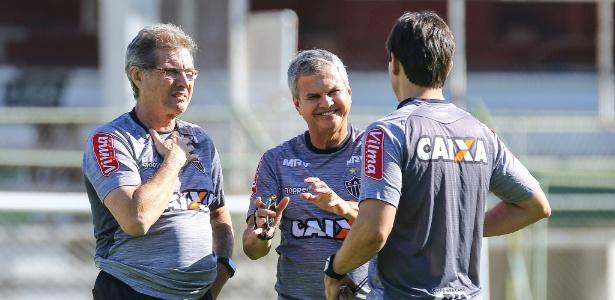 Sem Carlinhos Neves (no centro), Paulo Paixão deverá herdar o cargo de preparador