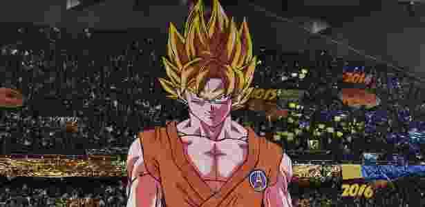 Mosaico do Goku na torcida do PSG - GERARD JULIEN/AFP - GERARD JULIEN/AFP