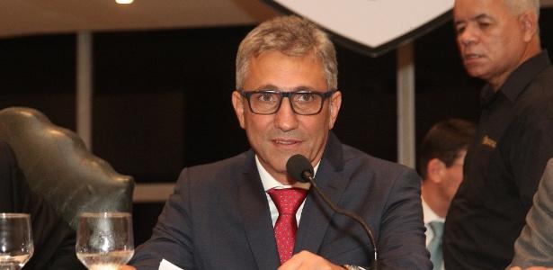 Presidente Alexandre Campello tenta colocar os salários do Vasco em dia