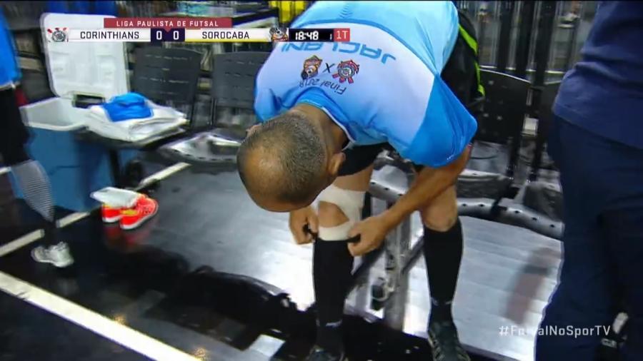 Emerson Fernandes Rorato se lesionou; sem substituto, liga teve que convocar árbitros - SporTV/Reprodução