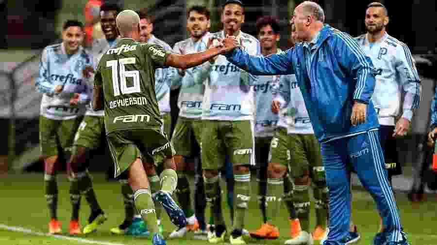 Atacante Deyverson (e) estava acertado com chineses antes de papo definitivo com Luiz Felipe Scolari (d) - Ale Cabral/AGIF