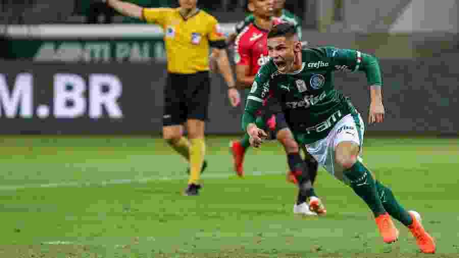 Raphael Veiga, decisivo na rodada passada, briga por um lugar no time do Palmeiras - Jales Valquer/Framephoto/Estadão Conteúdo