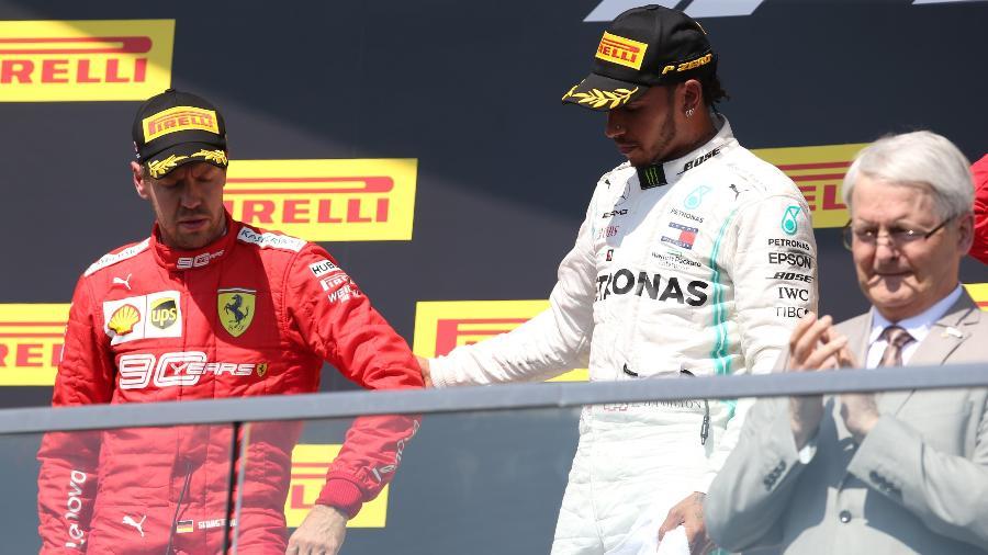 Hamilton vence mais uma porém resultado foi polêmico Hamilton-puxa-vettel-para-o-lugar-mais-alto-do-podio-no-gp-do-canada-1560130870136_v2_900x506