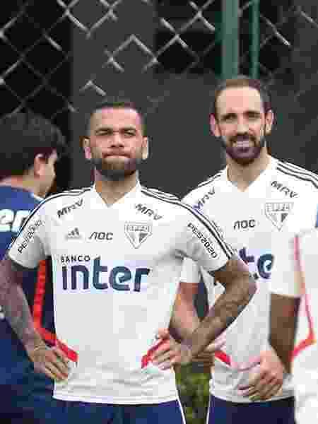 Dupla tricolor volta a ser relacionada após desfalcar clássico contra o Corinthians - Rubens Chiri/saopaulofc.net