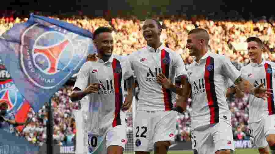 Neymar comemora gol marcado para o PSG contra o Strasbourg já nos acréscimos da partida - REUTERS/Gonzalo Fuentes