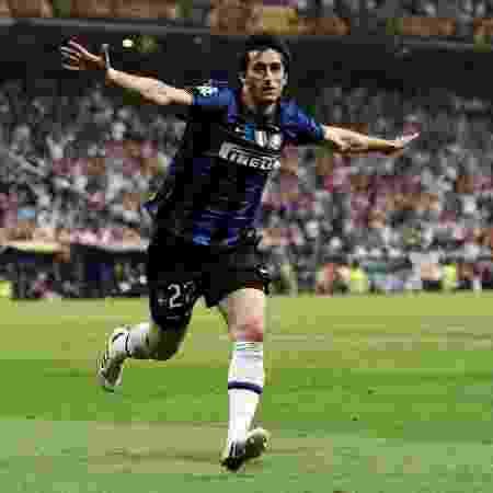 Diego Milito comemorando gol da vitória na Champions League contra o Bayern - Jasper Juinen/Getty Images