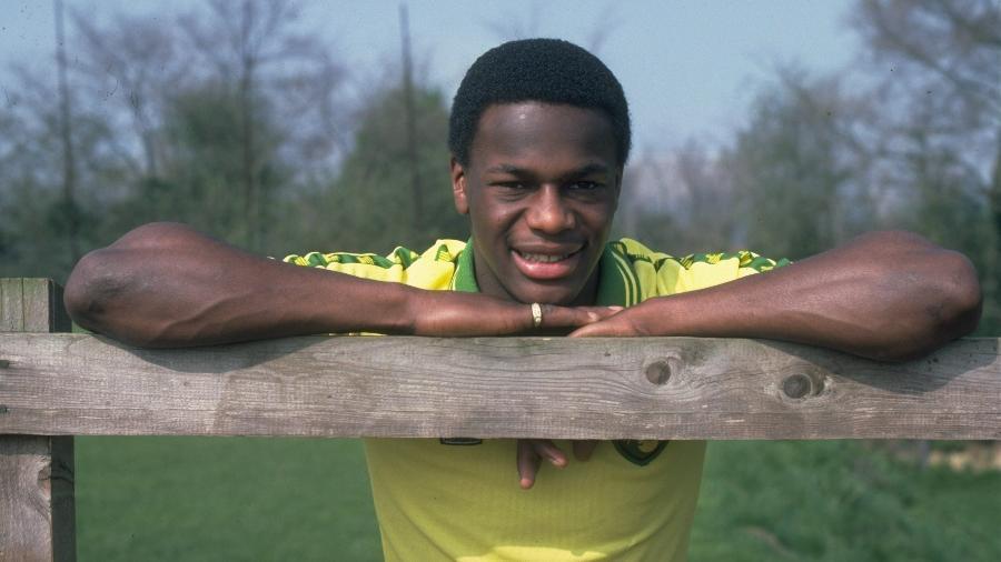 Justin Fashanu, o primeiro jogador britânico assumidamente gay, em 1981 - Getty Images/Getty Images