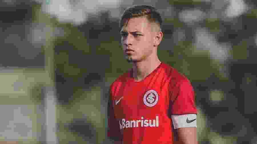 Dudu Scheit está sem contrato desde o final de maio e pode parar no Athletico-PR - Reprodução/Twitter @D_scheit10