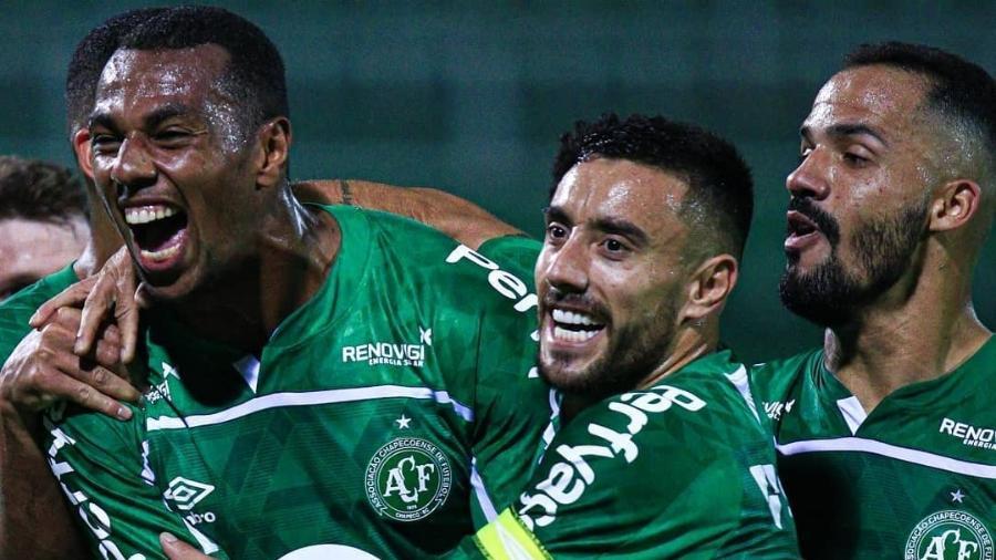 Jogadores da Chapecoense comemoram gol em partida da Série B  - Reprodução/Instagram