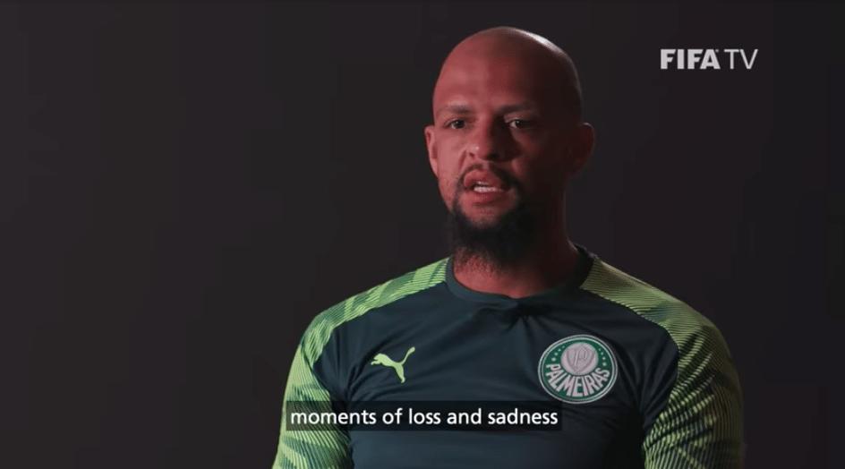 Felipe Melo desabafa sobre derrota no Mundial em vídeo de bastidores da Fifa