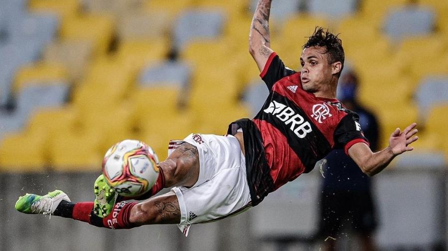 Michael, ponta do Flamengo, rebateu os comentários do vencedor do prêmio Puskás - Reprodução/Instagram