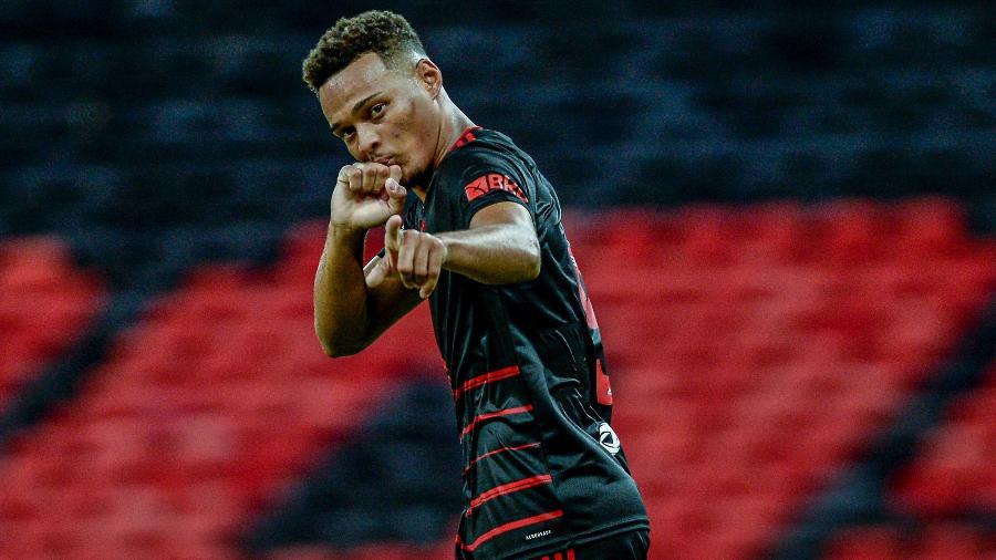 Aposta de Ceni, Rodrigo Muniz brilha no Flamengo