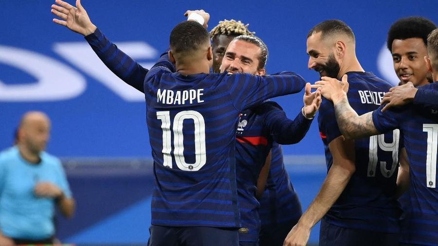 Antoine Griezmann comemora gol da França no amistoso contra País de Gales - AFP