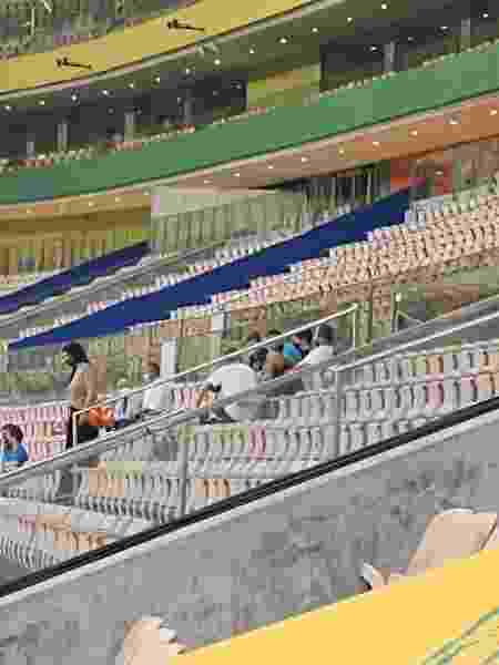 Pai de Neymar na arquibancada da Arena da Amazônia durante treino da seleção brasileira - Gabriel Carneiro/UOL - Gabriel Carneiro/UOL