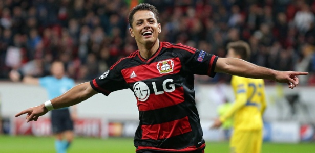 Chicharito comemora o gol do Bayer Leverkusen