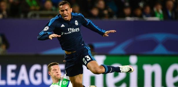 Danilo levou a pior no duelo com Draxler na Alemanha