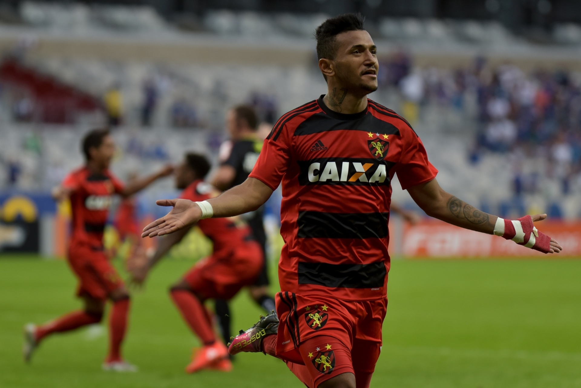 Bahia oficializa o atacante Rogério dcdf4a6a36ee8