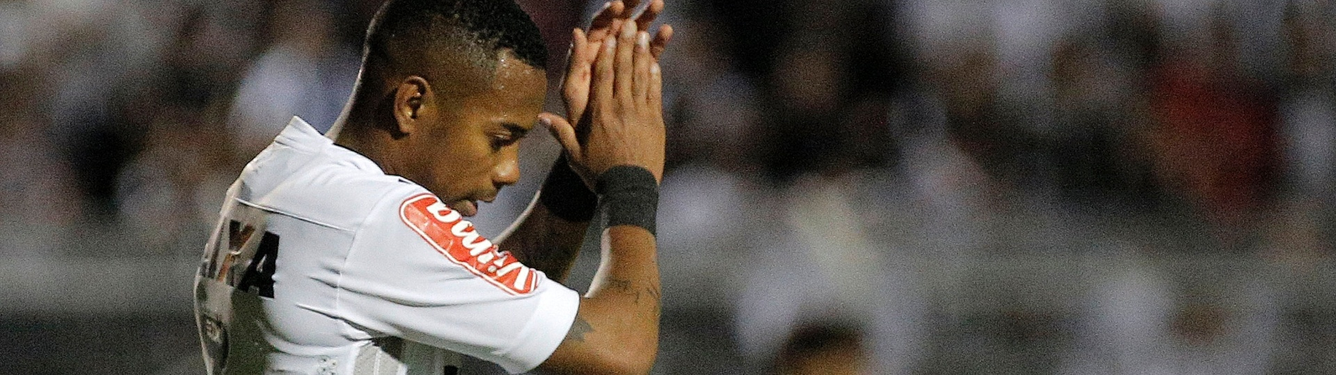 Robinho marca para o Atlético-MG contra a Ponte Preta