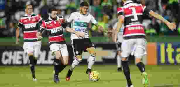 Em 2016 o Coxa escapou de forma antecipada ao bater o Santa Cruz - GIULIANO GOMES/ESTADÃO CONTEÚDO