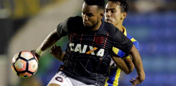 Carlos Alberto se irritou com torcida do Deportivo Capiatá