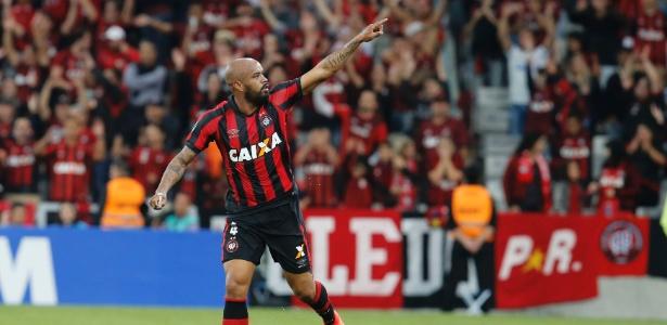 Thiago Heleno fez o primeiro gol do Atlético-PR na vitória sobre o Flamengo
