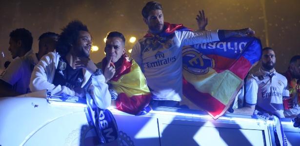 Elenco do Real Madrid comemorou o título em carreata pela capital espanhola