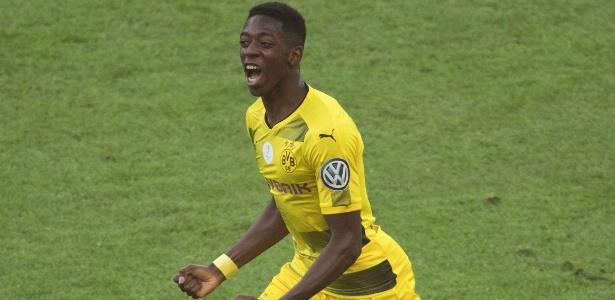 Ousmane Dembélé comemora gol marcado na final da Copa da Alemanha