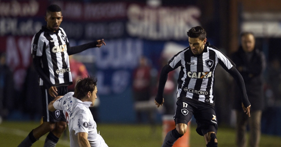 Rodrigo Pimpão sofre com marcação em Nacional x Botafogo pela Libertadores