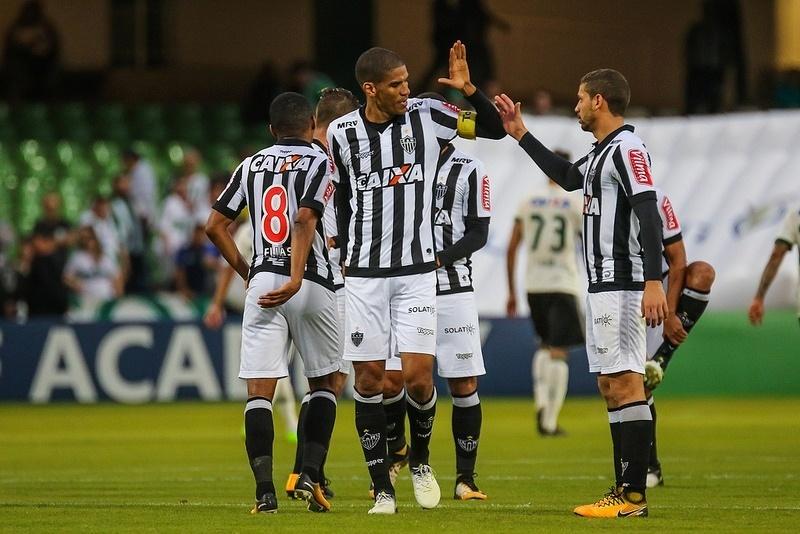 ec4e607c97 Leonardo Silva destaca postura diferente em jogo 300 pelo Atlético-MG -  30 07 2017 - UOL Esporte
