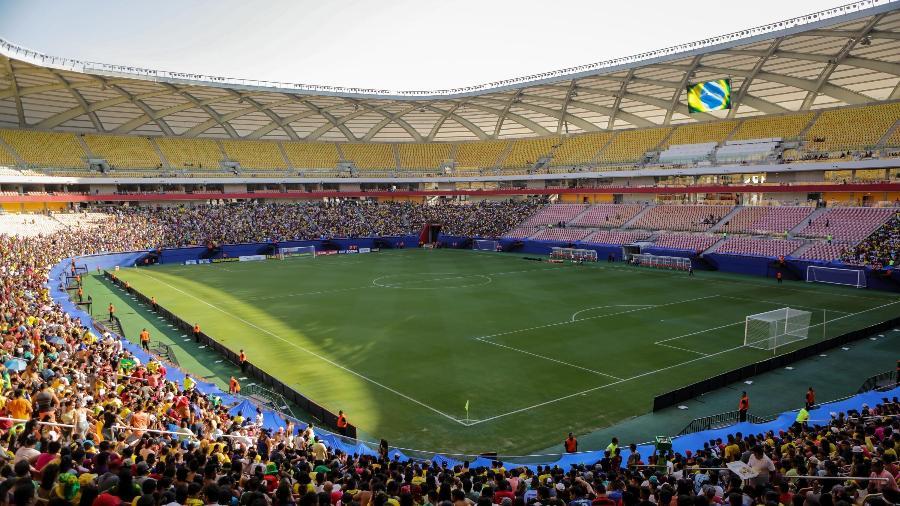Torcedores comparecem à Arena da Amazônia para acompanhar o treino da seleção brasileira - Pedro Martins/ MoWa Press