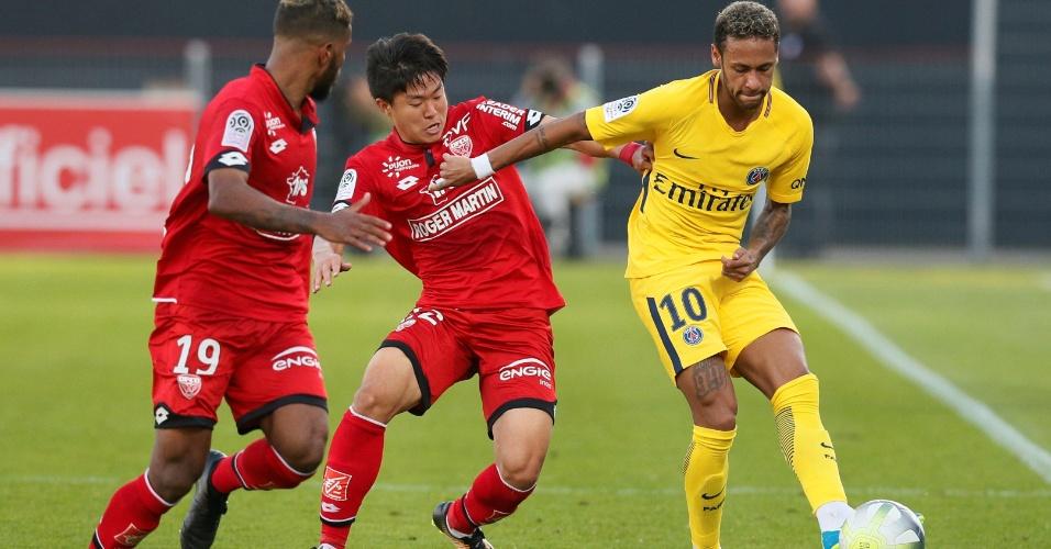 Neymar sofre marcação dura em partida entre Dijon e PSG