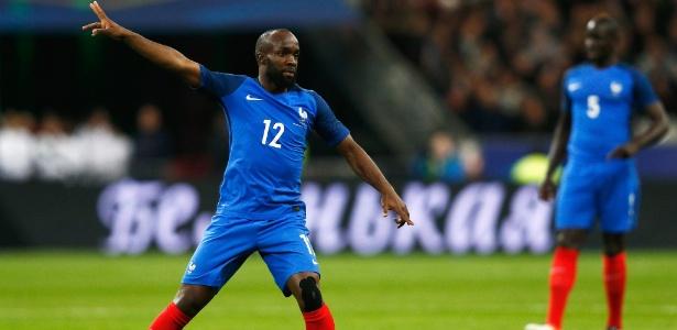 Lassana Diarra em ação em amistoso da França contra a Rússia em 2016