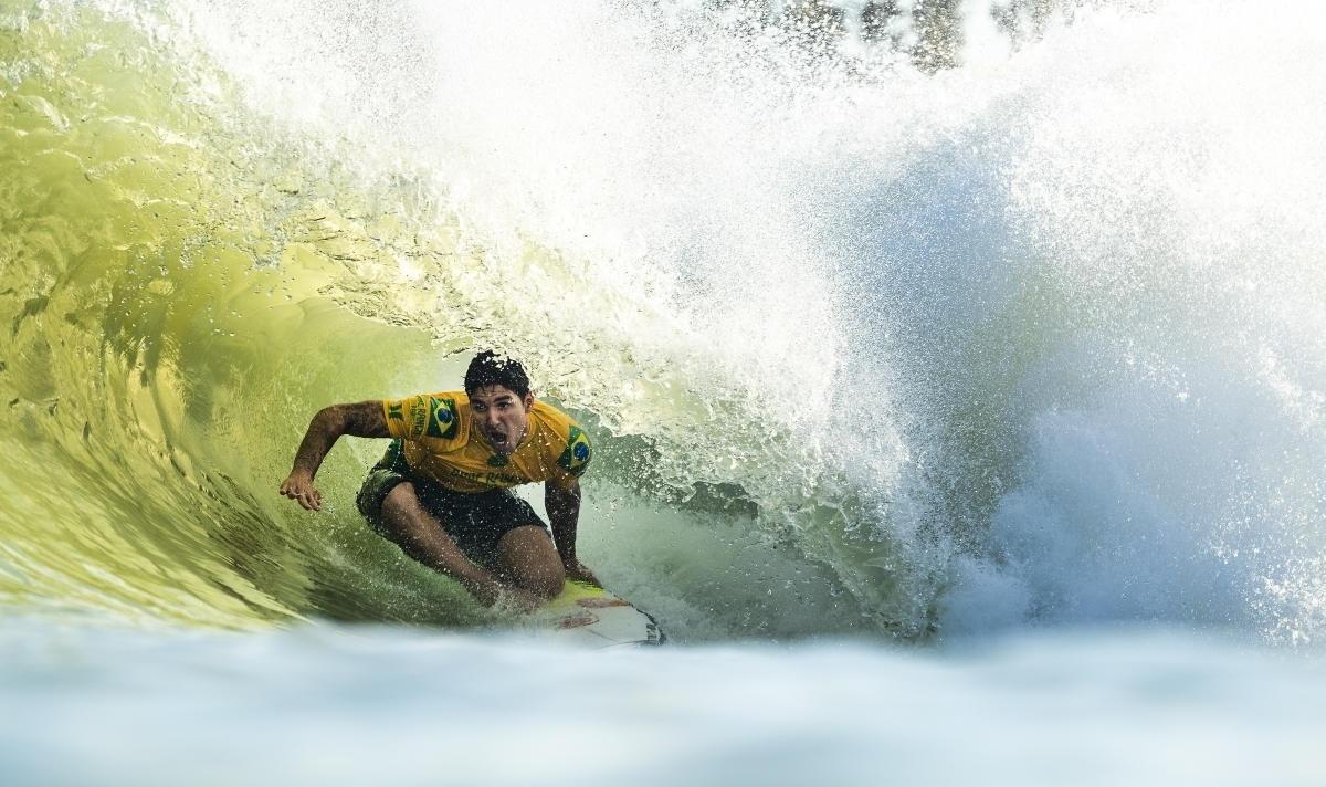 f15e0facf14a9 Surfe  Gabriel Medina avança à semifinal na França e vira líder do Mundial