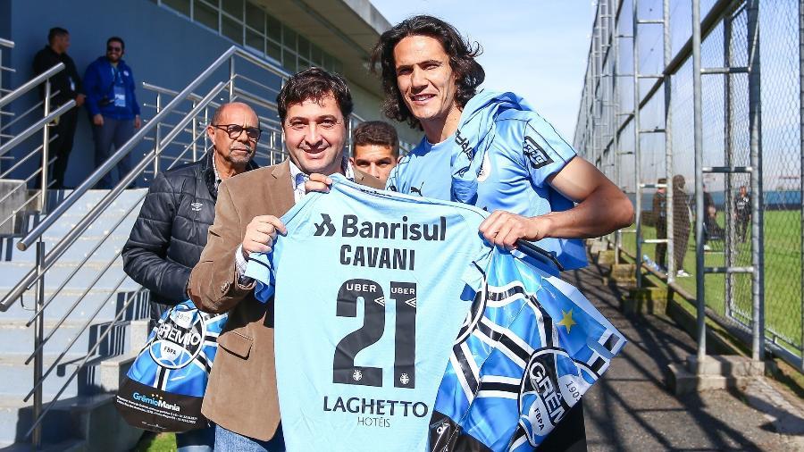 Cavani ganhou camisa personalizada e gremistas ficaram eufóricos nas redes sociais - Divulgação/Grêmio FBPA