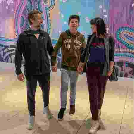 Romeo, ao centro, é o filho de Marcos Mion e Suzana Gullo. Ele está com 13 anos - Reprodução/Instagram
