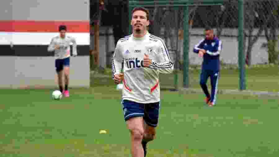 Hernanes durante treino do São Paulo - Érico Leonan / saopaulofc.net