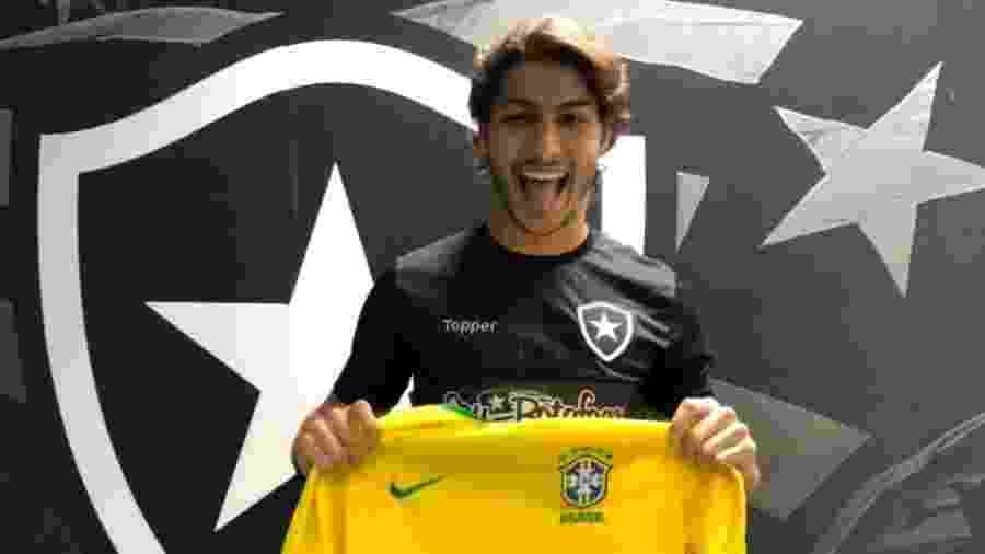 Lateral Marcinho foi convocado e é jogador do Botafogo mais valorizado no mercado da bola - Divulgação/BFR