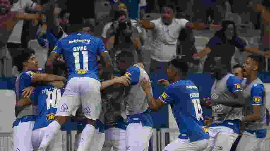 Ainda brigando para não cair, equipe celeste anda empatando demais, mas já está há nove jogos invicto no Brasileirão - Fernando Moreno/AGIF