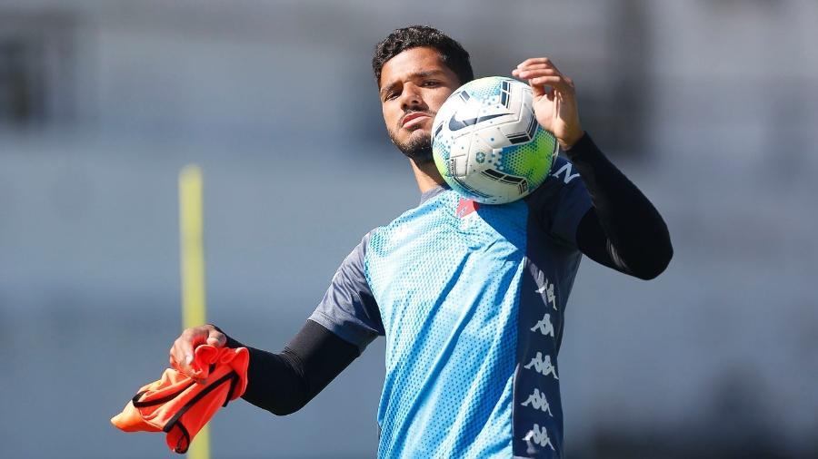 Cria do Vasco, lateral esquerdo Henrique está fora dos planos do clube para a temporada 2021 - Rafael Ribeiro / Vasco