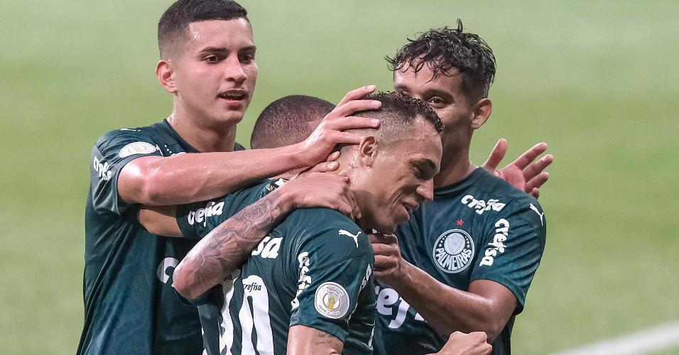 Jogadores do Palmeiras comemoram gol marcado por Breno Lopes sobre o Fortaleza, no Allianz Parque, pelo Brasileirão 2020