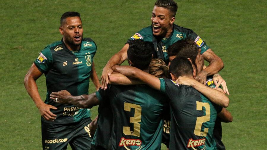 América-MG comemora gol na partida contra o Boa Esporte, pelo Campeonato Mineiro - Fernando Moreno/AGIF