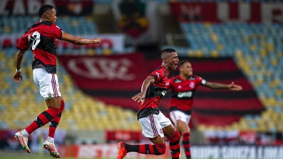 Max, do Flamengo, comemora gol da vitória sobre o Nova Iguaçu, na estreia no Carioca 2021 - Marcelo Cortes / Flamengo
